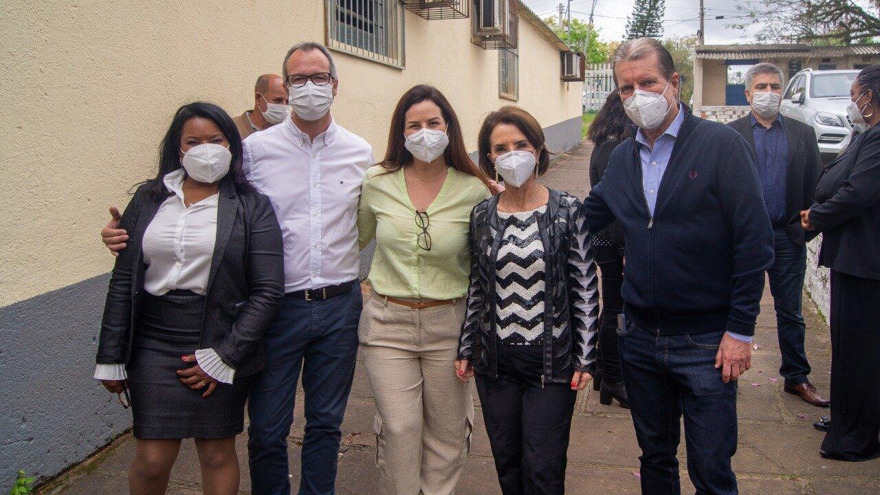 Susana, Caldas, Adriana, Raquel Teixeria e Antônio Pedro na Escola Comes Carneiro